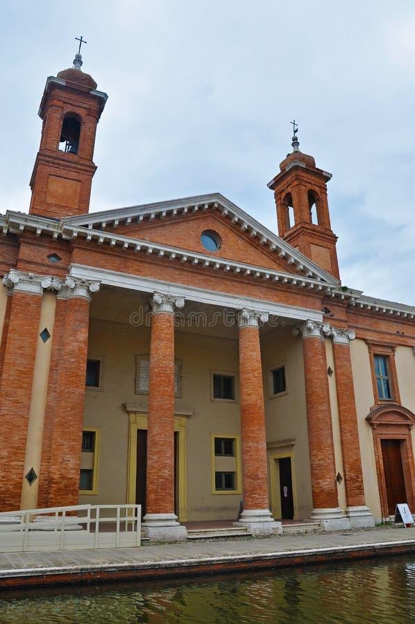 La costruzione della chiesa nella città di Comacchio immagine stock libera da diritti