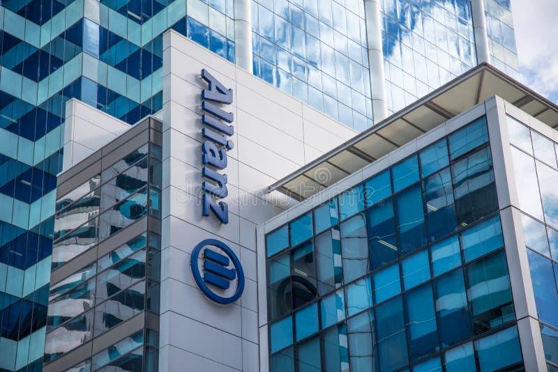 La costruzione della facciata dell'Allianz, è la più grandi società di assicurazioni e gestione delle risorse del mondo fotografie stock