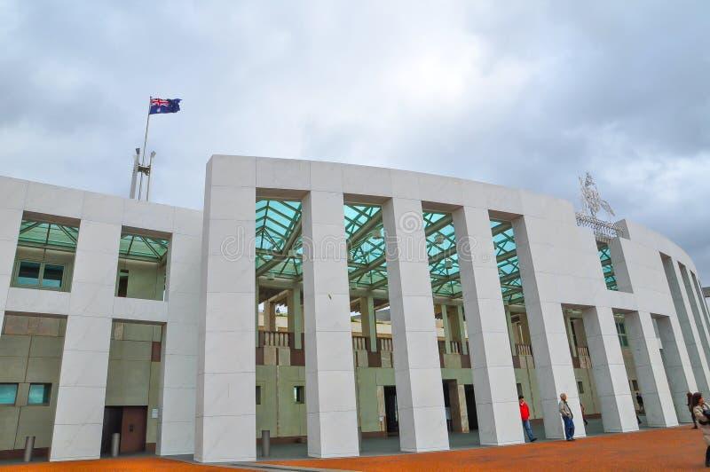 La costruzione della facciata della sede del parlamento dell'Australia immagini stock
