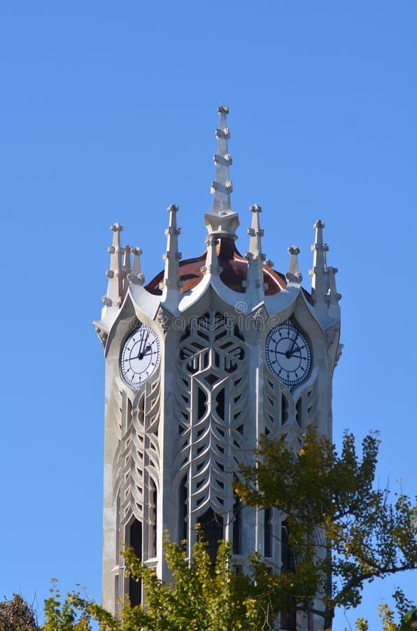 La costruzione della torre di orologio dell'università di Auckland fotografia stock