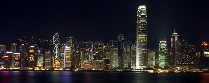 La costruzione di Hong Kong, nella notte immagini stock libere da diritti
