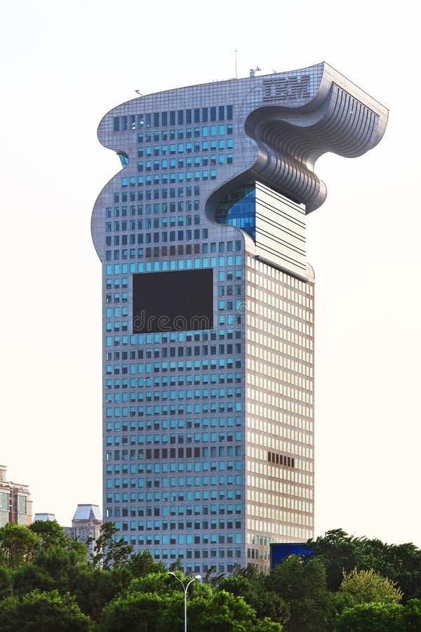 La costruzione di IBM accanto al parco olimpico a Pechino fotografia stock libera da diritti