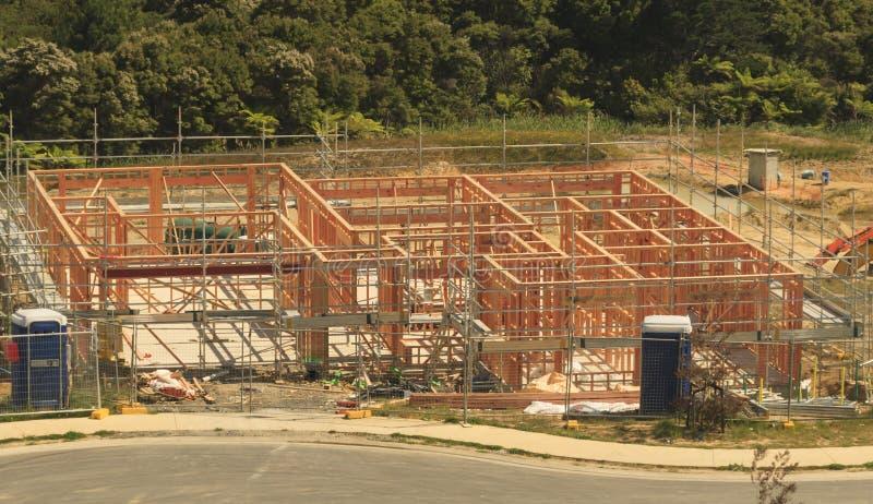 La costruzione di legno della casa, costruente si dirige in Nuova Zelanda fotografia stock libera da diritti