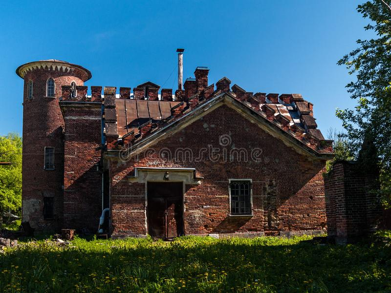 La costruzione di vecchie stalle del mattone rosso nello styl inglese fotografia stock libera da diritti