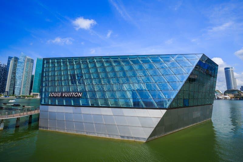 La costruzione futuristica del deposito di Louis Vuitton in Marina Bay Fro fotografia stock libera da diritti