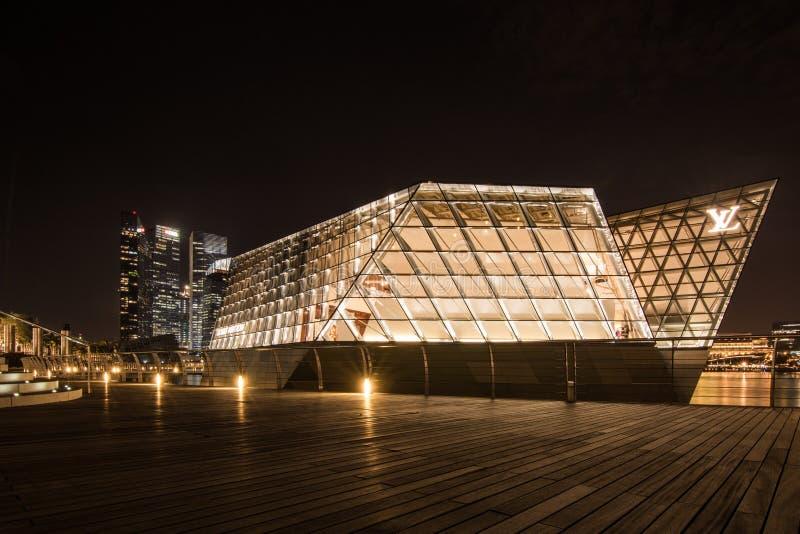 La costruzione futuristica di Louis Vuitton fotografia stock libera da diritti