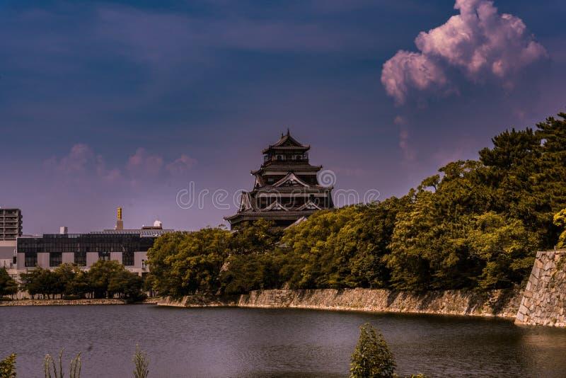 La costruzione giapponese, un castello in mezzo a Tokyo, gli imperatori fortifica immagini stock