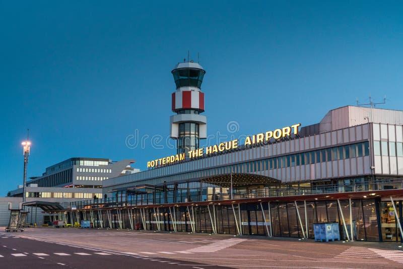 La costruzione principale dell'aeroporto di Rotterdam L'aia immagini stock