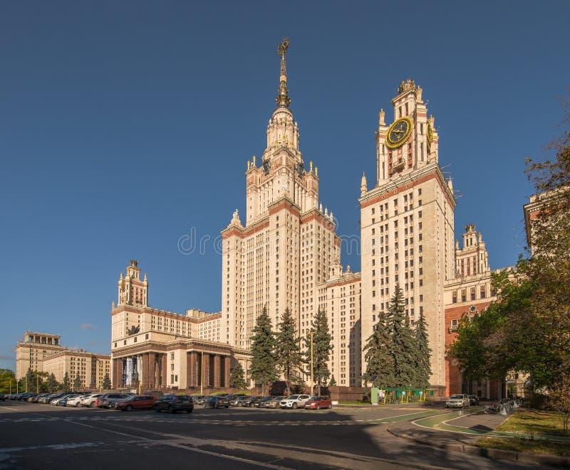 La costruzione principale dell'università di Stato di Lomonosov Mosca su Sparro fotografie stock libere da diritti