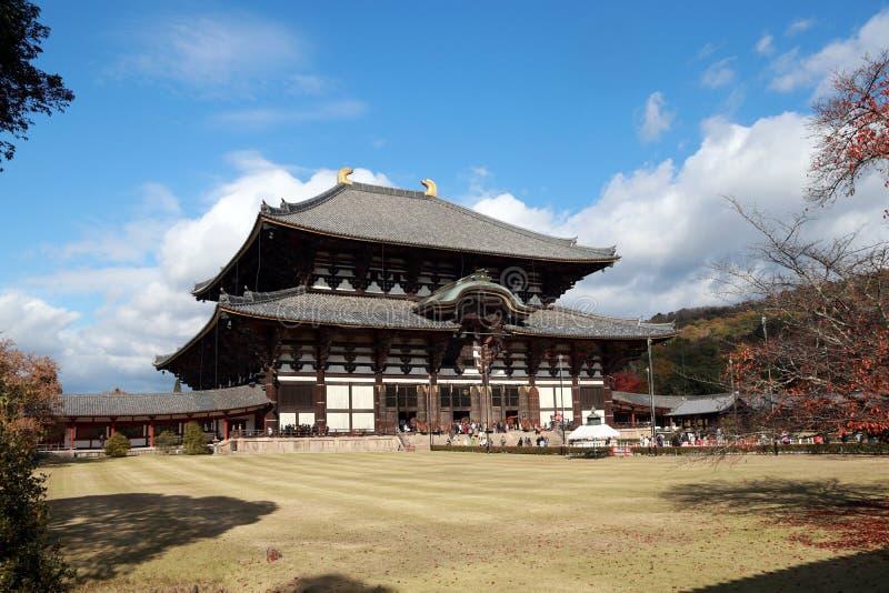 La costruzione principale o la chiesa buddista ha fatto dal legno del tek il più grande del mondo del tempio di Todaiji immagine stock libera da diritti