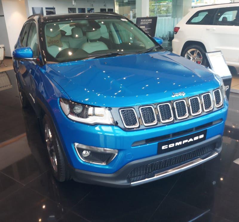 La couleur de Jeep Compass Hydro Blue limitée plus Front Facia variable images libres de droits