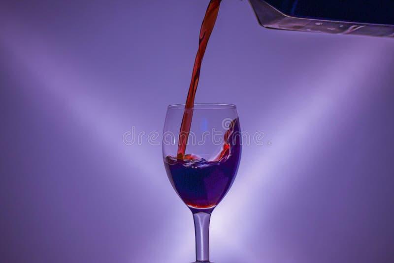 La couleur de la vigne a produit dans un bio maneer images libres de droits
