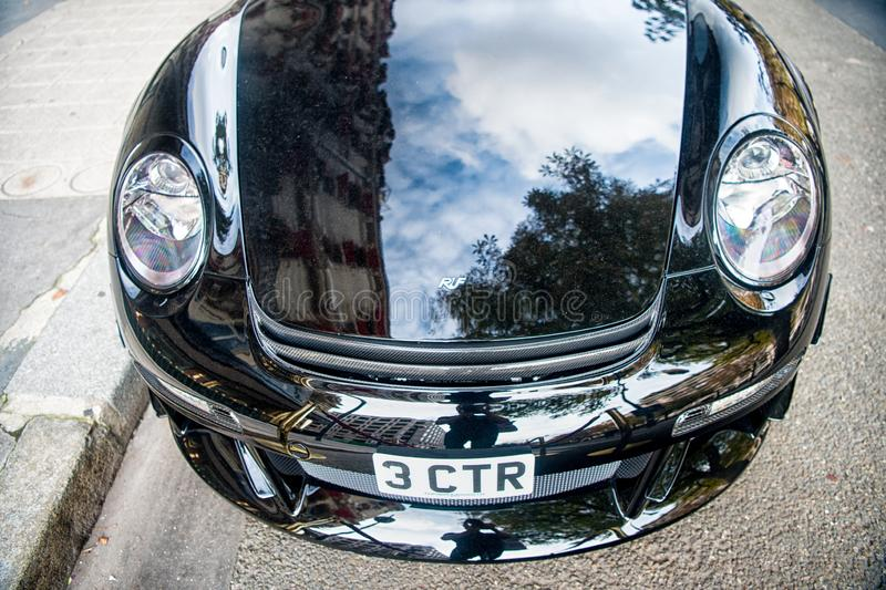 La couleur de luxe de noir de Porsche RUF CTR3 Clubsport de Supercar s'est garée sur la rue à Paris Porshe est cher célèbre photographie stock