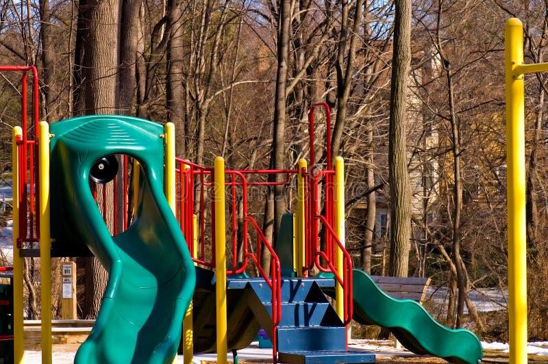 La cour de jeu des enfants en hiver photos stock
