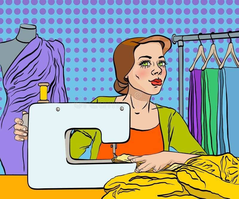La couturière coud une robe sur la machine à coudre photo libre de droits