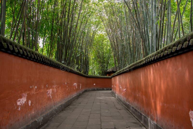 La couverture de chemin par des bambous photo stock