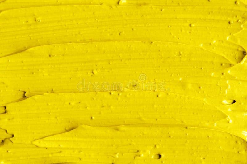 La crema facciale cosmetica gialla della maschera, corpo sfrega la fine di struttura su, fuoco selettivo Fondo astratto con i col fotografia stock libera da diritti