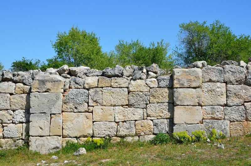 La Crimée, Bakhchisaray, chou frisé de Chufut de ville de caverne Les ruines de la mosquée antique, construites pendant le règne  photographie stock