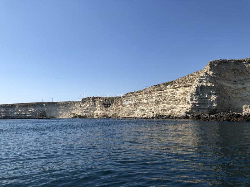 La Crimée, récifs rocheux blancs de Tarkhankut de cap les hauts et la mer image libre de droits