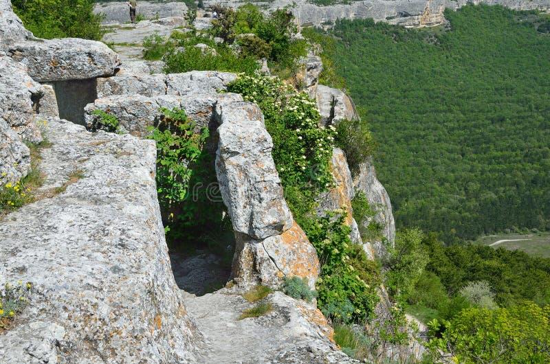 La Crimée, ruines du chou frisé de Mangup de ville de caverne image stock