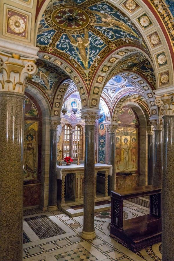 La cripta de Santa Cecilia en la iglesia de Trastevere en Roma, Italia imagen de archivo