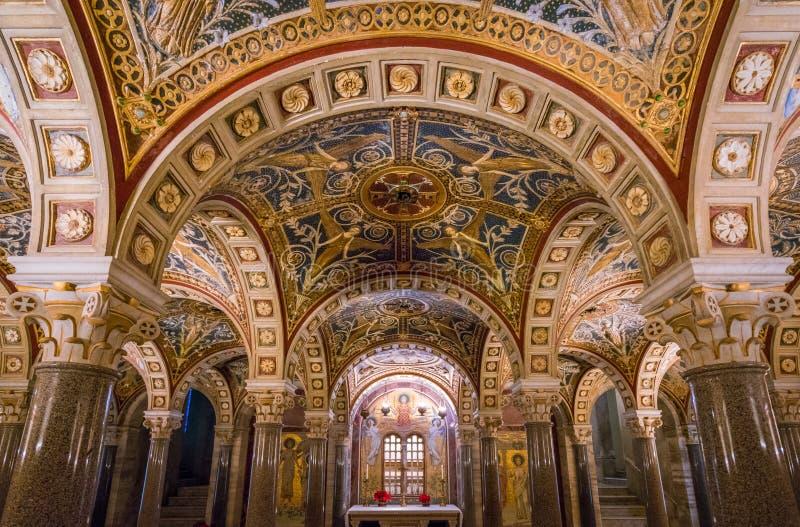 La cripta de Santa Cecilia en la iglesia de Trastevere en Roma, Italia imagen de archivo libre de regalías