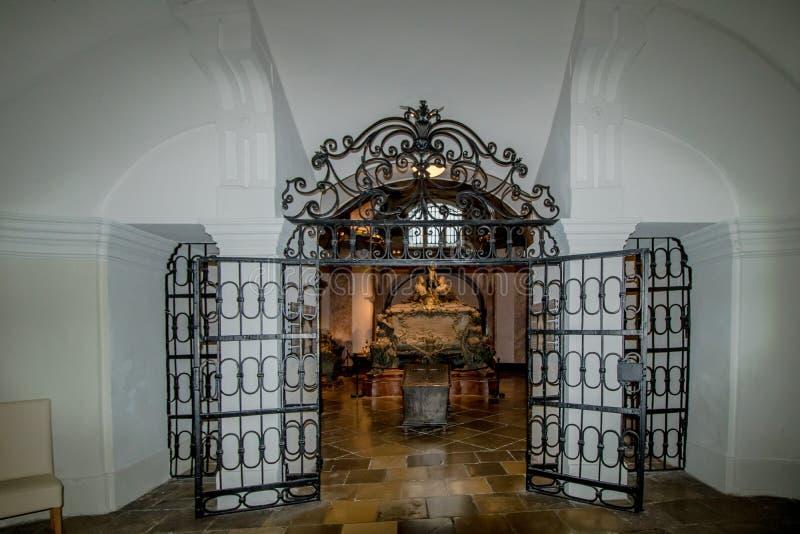 La cripta imperial en el nuevo mercado en Viena Austria imagenes de archivo