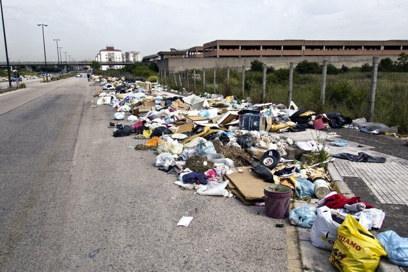 La crisis de los desperdicios en Nápoles foto de archivo libre de regalías