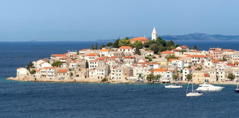 La Croatie du sud, ville de Primosten photographie stock libre de droits