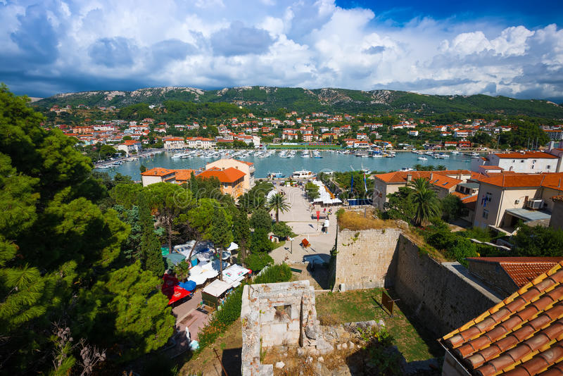 La Croatie, Rab City, belle vue de la mer photo stock