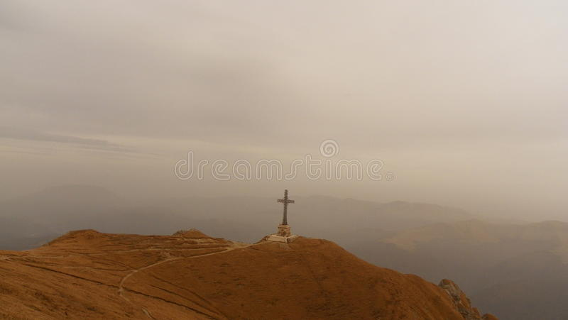 La croix de Caraiman photos stock