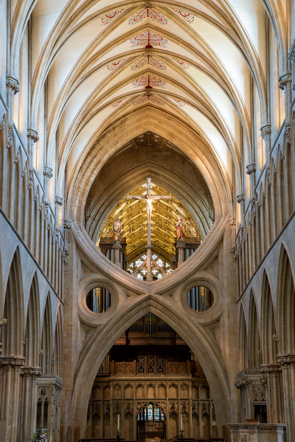 La croix du ` s de St Andrew arque en cathédrale de Wells photographie stock libre de droits