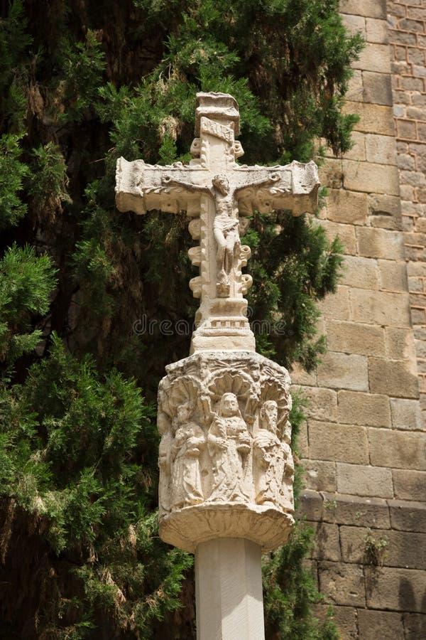 La crucifixión de Cristo en la iglesia St Anne del patio foto de archivo