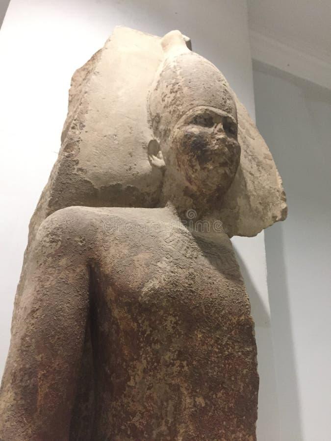 La cuarta estatua de rey Sneferu del fundador de la dinastía foto de archivo