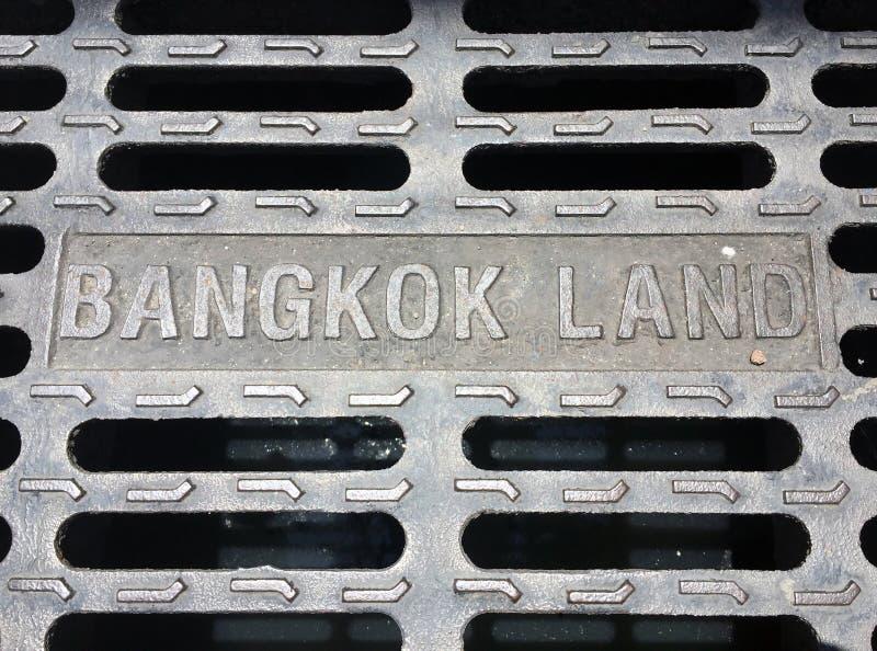 La cubierta de boca del metal en la Bangkok, Tailandia Tierra de Bangkok fotografía de archivo libre de regalías