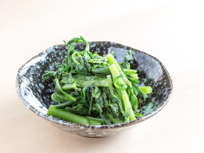 La cucina giapponese, crisantemo commestibile ha chiamato Shungiku fotografie stock libere da diritti