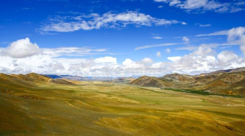 La cuesta del norte media de Himalaya del valle imagenes de archivo