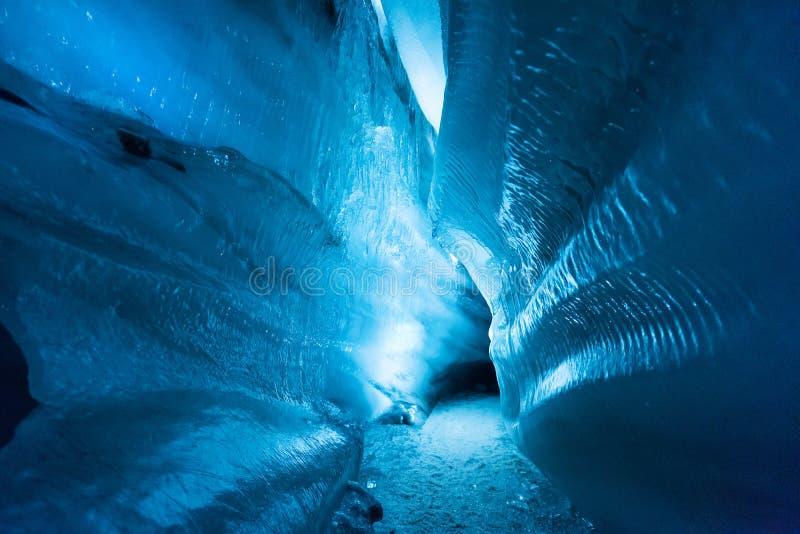 La cueva de hielo septentrional ártica polar Noruega Svalbard en la ciudad de Longyearbyen foto de archivo