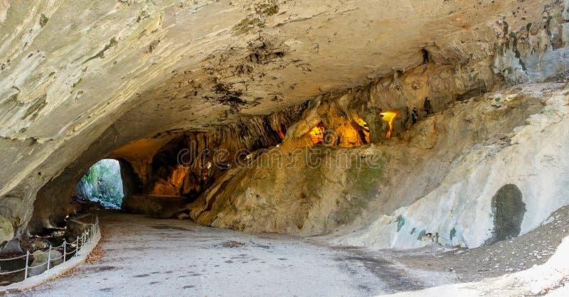 La cueva mágica en Zugarramurdi en Navarra en donde las brujas hicieron sus aquelarres fotografía de archivo libre de regalías