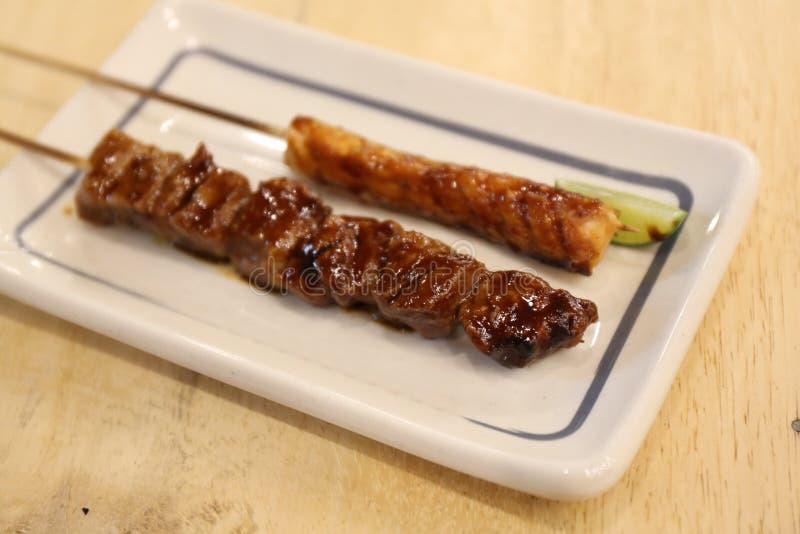 La cuisine japonaise grillée, teriyaki embroche Yakitori images libres de droits