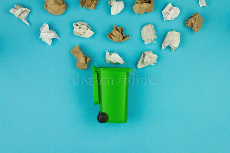 La cura dei rifiuti dell'ambiente ricicla il concetto dei rifiuti di riutilizzazione immagine stock