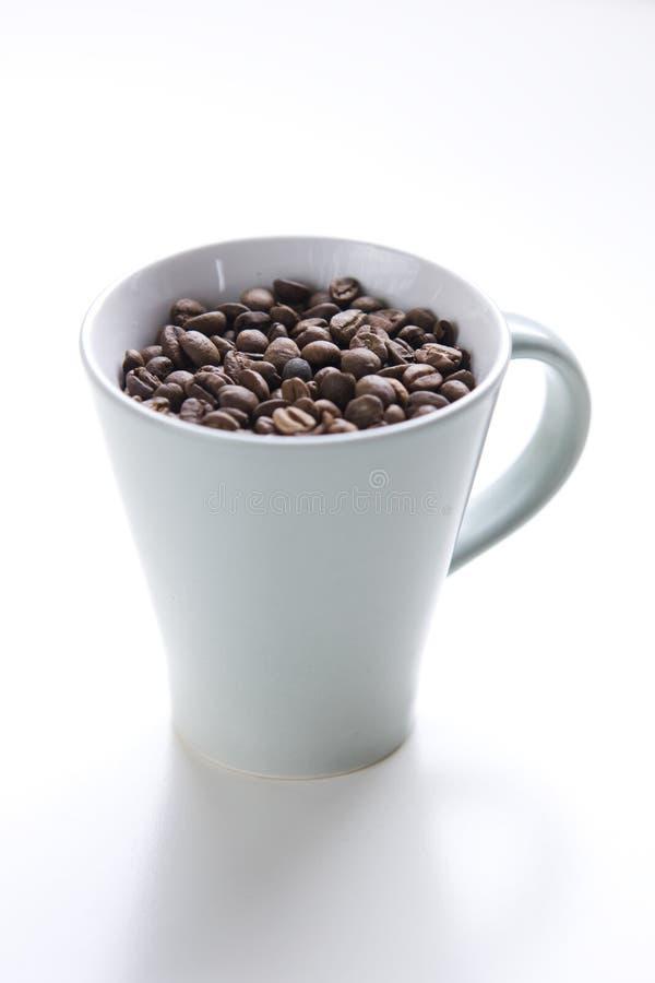 La cuvette de graines de café entières a tiré de ci-avant images stock