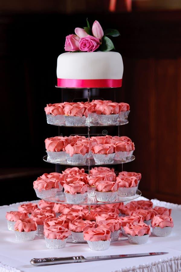 La cuvette rose durcit au mariage photographie stock