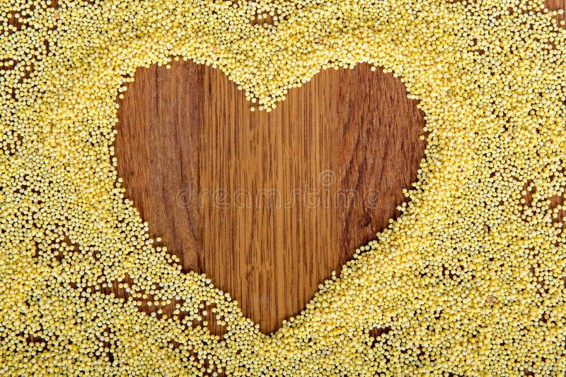 La déclaration de l'amour à un coeur a peint le millet photographie stock