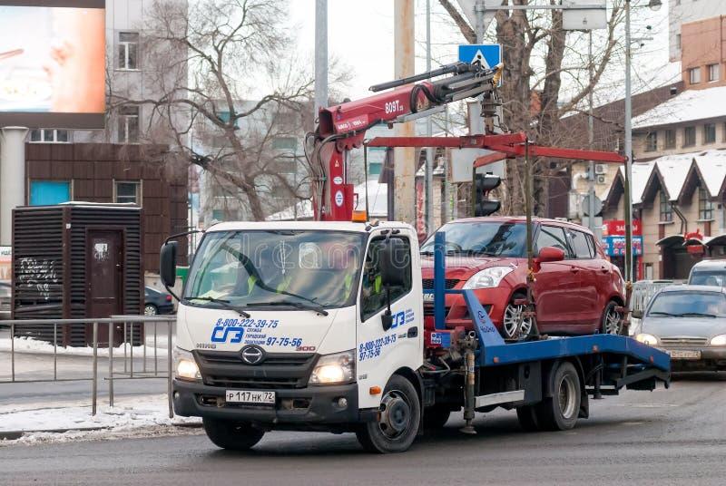 La dépanneuse prennent parking dans la violation Russie images libres de droits