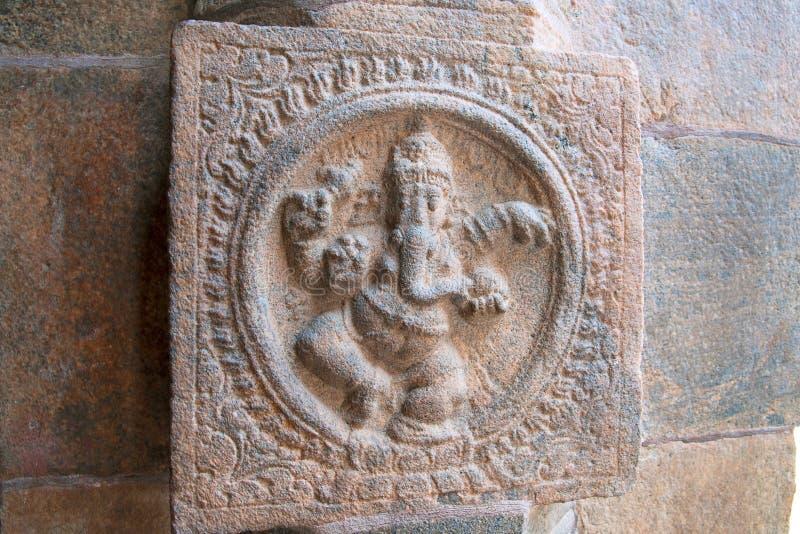 La danse Ganesha a découpé sur le pilier de l'ardha-mandapa, temple d'Airavatesvara, Darasuram, Tamil Nadu photographie stock