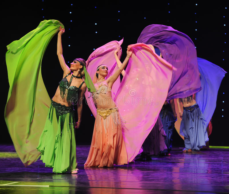 La danza del mundo de seda-Turquía del vientre de la Austria coloreada hermosa de la danza- fotografía de archivo libre de regalías
