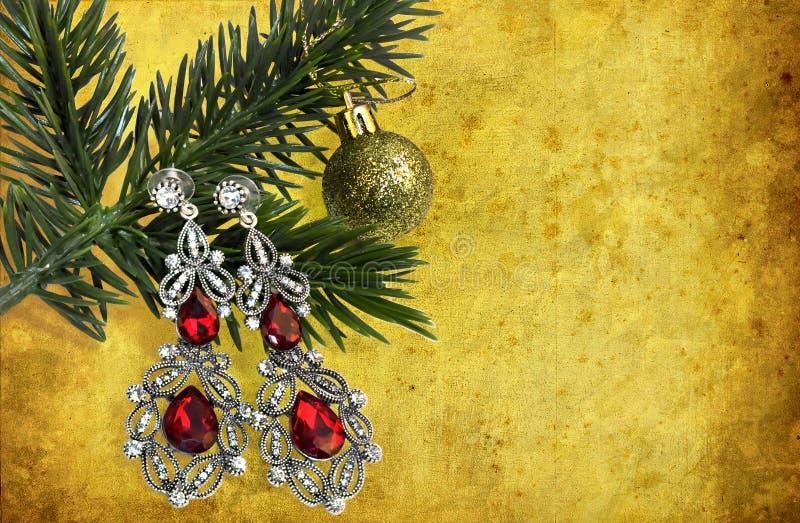 La decoración, la joyería y la guirnalda de la Navidad enmarcan el fondo del concepto Ornamentos de la Navidad imágenes de archivo libres de regalías