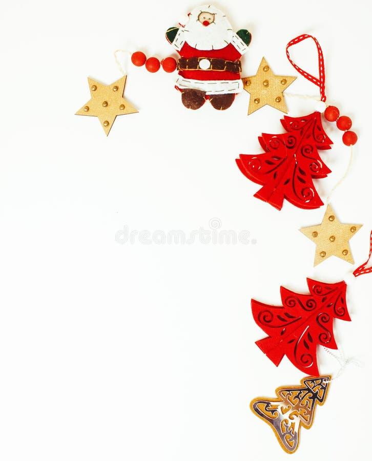 La decorazione isolata, fondo bianco di Natale per l'annata del regalo della cartolina, copyspace per testo, adatta il rosso alla fotografia stock libera da diritti