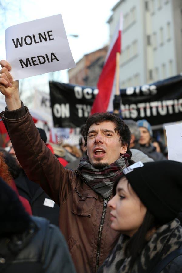 La demostración del comité de la defensa de los medios /wolne medios de la democracia KOD gratis y democracia contra PIS g foto de archivo libre de regalías